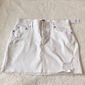 Dresses & Skirts - Gap white denim skirt NWT size 27